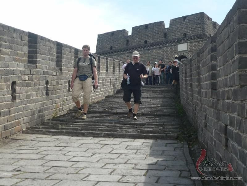Guests are walking on the Great wall.